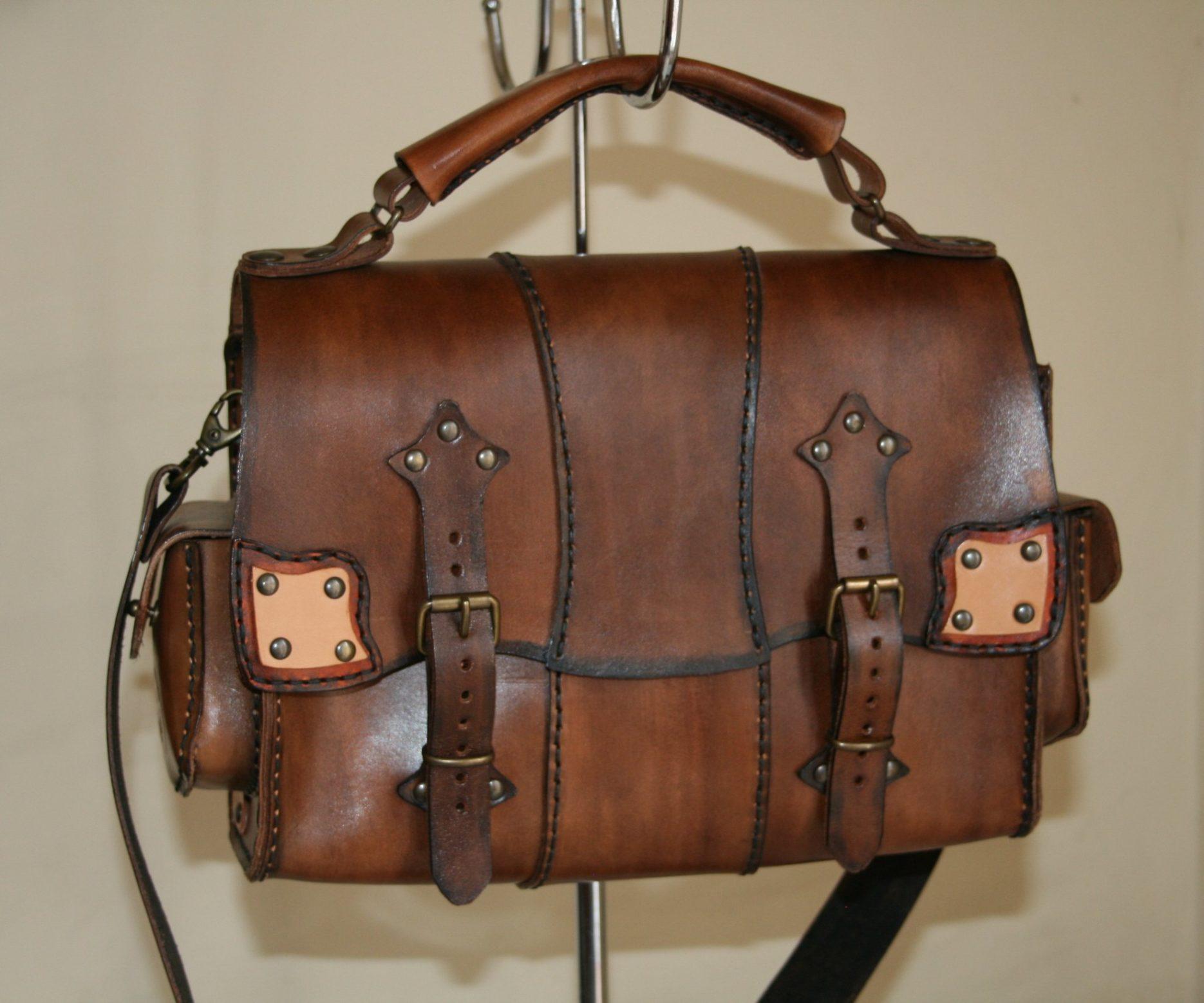 sicilia, catania, cuoio, borse di cuoio, borse artigianali, portafogli, accessori in cuoio, artigianato