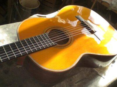 liutai, strumenti musicali, chitarre, violini, chitarre elettriche